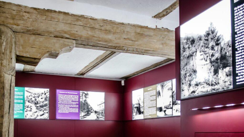 Displays von Display+Design bei einer Ausstallung auf der Burg Querfurt