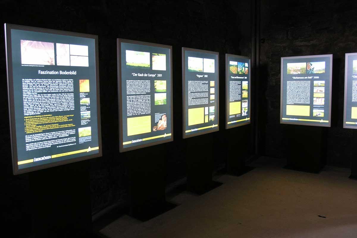 Display + Design LED Klapprahmen Profile im Museum Burg Querfurt
