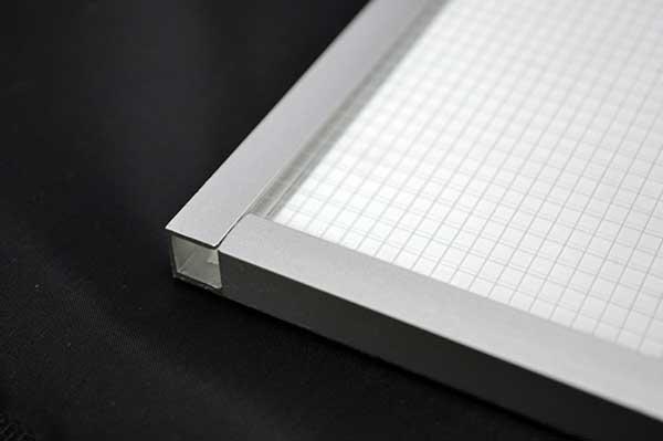 Display + Design LED Paneel mit U-Profil